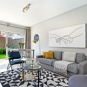 Perfectly Located Modern Apartment With Garden photos Exterior
