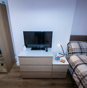 Fully Refurbished Apartment, Sleeps Up To 8 People photos Exterior