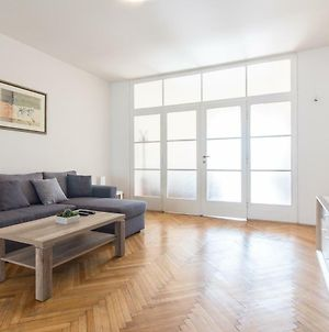 Large Apartment 1Min Walk To Metro Andel By Easybnb photos Exterior