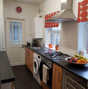Ferndale House-Huku Kwetu Luton - 3 Bedroom House- Sleeps Up To 6 Pax Incl Loft Room photos Exterior