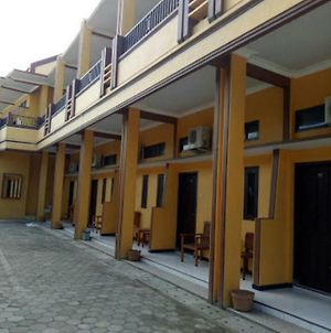 Ratu Homestay & Kost Eksklusif photos Exterior