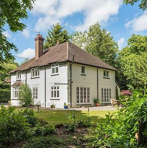 Lovely Family Home With Beautiful Large Gardens Dog Friendly photos Exterior