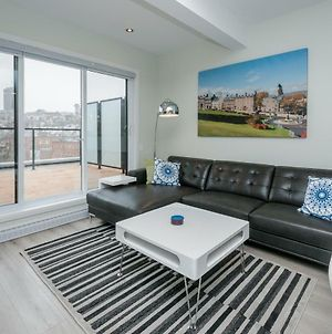 Penthouse On Charest - With Parking And Gym photos Exterior