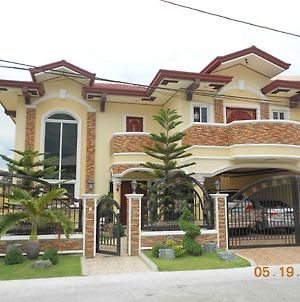 Gated Community Of Italia 500 In Bf Resort Village Las Pinas photos Exterior