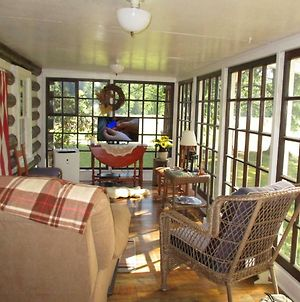 5 Min To I-77, Farm Cabin For 2, Wifi, View photos Exterior
