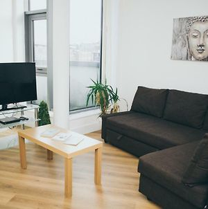 Serviced Apartment In Liverpool City Centre - Superb Views - Free Parking - Balcony - By Happy Days photos Exterior