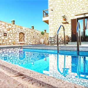 Exclusive Villa With Private Pool With Jacuzzi Close To The Sea And Surrounded By Olive Groves photos Exterior