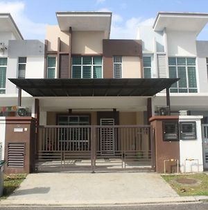 Ab Home 'First Suite' #Pasir Gudang #Seri Alam #10 Person photos Exterior