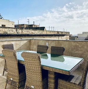 Holiday Townhouse In Sliema Centre photos Exterior