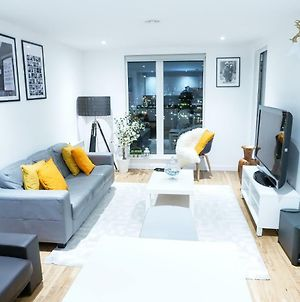 Stylish 2Bed Room Apartment Near Salford Quay photos Exterior