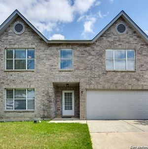 Luxury House With Game Room & Patio Bbq, 8 Min To Lackland Afb & Sea World, photos Exterior