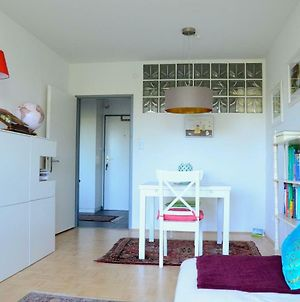 Bright And Cozy Apartment In A Quiet Area - Free Parking, Central photos Exterior