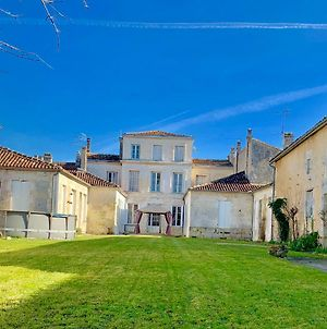 The Painted House * Authentic Chateauneuf photos Exterior