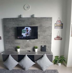 Tamarind Suites By Kroll Home2Stay With Unifi Tv Wifi 1 Bedroom Apt photos Exterior