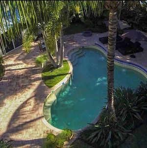 Upscale Villa In Olde Naples Walking Distance To Beach photos Exterior