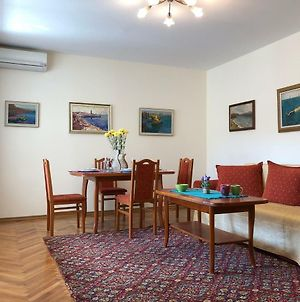 Apartment Pearl Of Varna Two photos Exterior