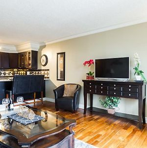 Elegant 1 Bedroom- 1 Bath Executive Condo In The Downtown Core - Free Heated Underground Parking! photos Exterior