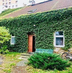 Apartment In Ivy Covered House, Near Old Town photos Exterior