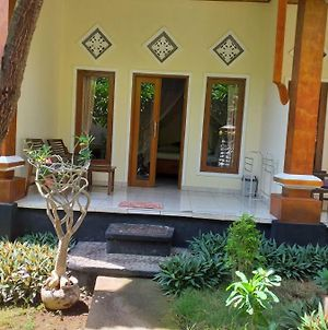 Warung Win Beach & Homestay photos Exterior