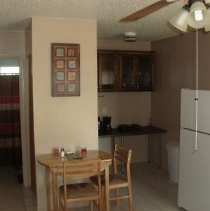 Newly Furnished Large, Clean, Quiet Private Unit photos Exterior