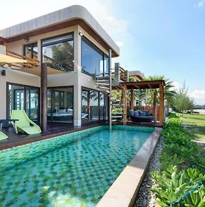 The Remarkable Beachfront Pool Villa photos Exterior