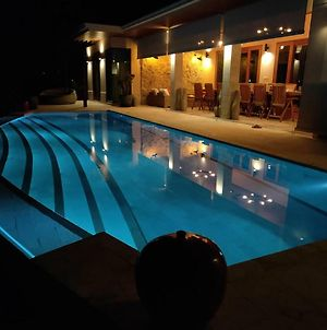 Luxury Pool Villa And Luxury Guest House photos Exterior