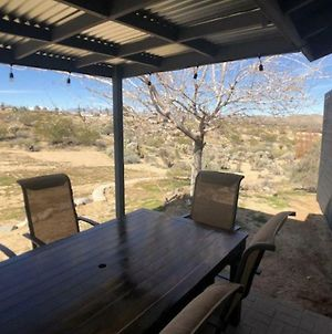 Joshua Tree Remodeled House With Open Desert Backyard photos Exterior