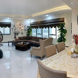 Luxury Furnished 3Bed Rooms With Kitchen, Huge Suite Near Lake Khalid photos Exterior