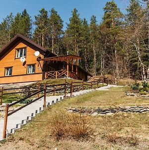 House With History On Ladoga Bank photos Exterior