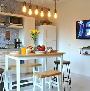 Lovely Condo In Heart Of Downtown - 2 Blocks From The Beach! photos Exterior