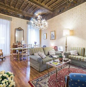 Historical 3-Bedrooms Mansion At Navona Square photos Exterior