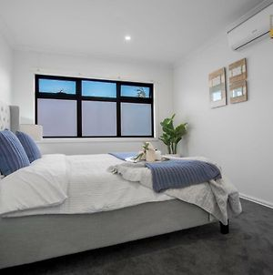 Au.Joy 3 Bed Townhouse Burwood 3 photos Exterior
