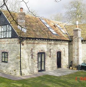 Rabbit Cottage, Notton Hill Barn Cottages, photos Exterior