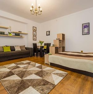 Spacious Apartment In The Center! Everything Nearby photos Exterior