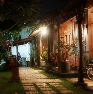 Omah Awang Homestay photos Exterior