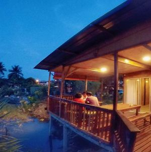Tung'S Tropika - With A Wooden Hut By A Lake photos Exterior