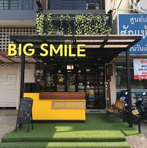 Big Smile photos Exterior
