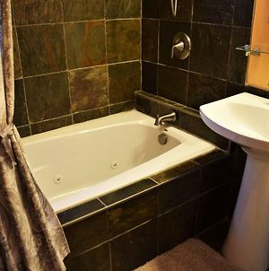 Private Rooms, Shared Bath In Cozy Homestay Minutes From Logan Airport photos Exterior