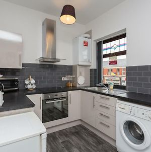 Preston Blackpool Road Apartment - Sleeps 6 - Ideal Location photos Exterior