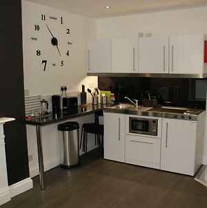 1 Bed Flat Sleeps 4 Close To Station & City Centre photos Exterior