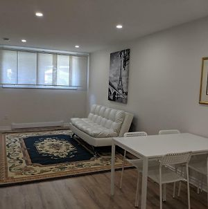 Spacious Basement One Bedroom Apartment, Wifi. photos Exterior