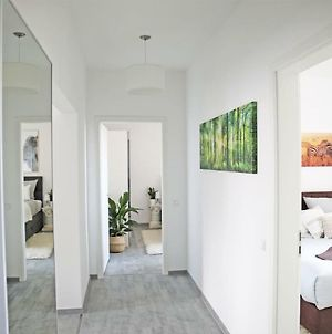 Lux 90M2 Suite - 2 Kingsize Beds - Ulm Center - Netflix - 2Min To Train - Excellent View photos Exterior