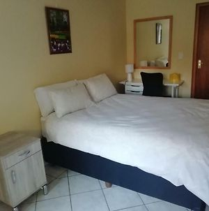 1 Bedroom Cottage In Edenvale Near Or Tambo Airport photos Exterior
