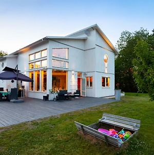 Exclusive Villa With Pool Near Sthlm City And Lake photos Exterior