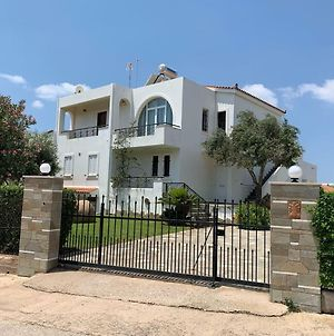 Refurbished House With Garden 250M From The Beach photos Exterior