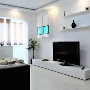 National Arena Bright,New And Stylish 2 Bedroom Apartment photos Exterior
