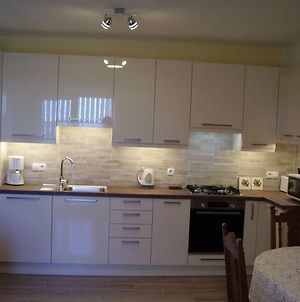 Water View Brand New Apartment, Short Stroll To Beach, Peaceful! photos Exterior