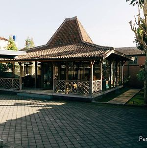 Naim House Lembang photos Exterior