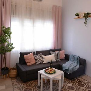 Trendy Apartments In The Heart Of Florentin With Free Netflix photos Exterior