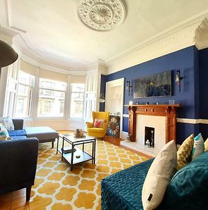 Unwind At A Tranquil, Quirky Flat In West End photos Exterior